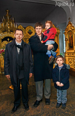 Когда Леня женился на Шацкой, наш сын жил с ними. Я с Денисом и внуками Алексеем и Никоном