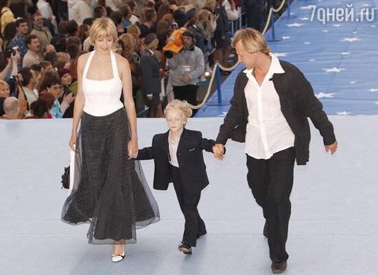 Дмитрий Харатьян с женой Мариной и сыном Иваном