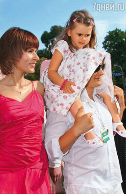 Марат Башаров с женой Лизой и дочерью Амели, 2008 г.