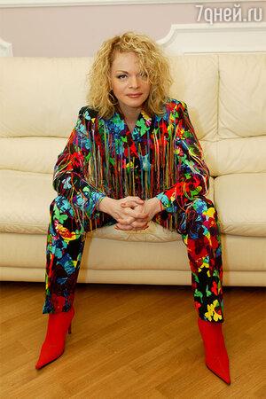 Любимый костюм Ларисы менялся в размере вместе со стремительно худевшей певицей
