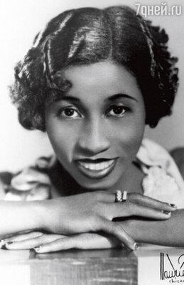 Лил происходила из довольно обеспеченной черной семьи, родители хотели вырастить из нее классическую пианистку и твердили, что все эти джазы только позорят чернокожих