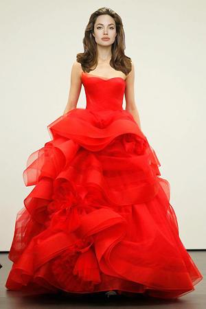 Анджелина Джоли в платье от Vera Wang