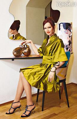 Большинство любимых нарядов Ирины, как и это платье, — работы отечественных дизайнеров