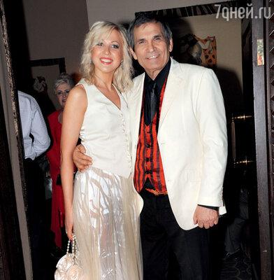 Бари Алибасов с невестой Викторией Максимовой