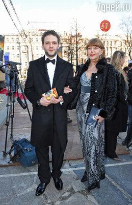 Константин Крюков с матерью, актрисой Аленой Бондарчук
