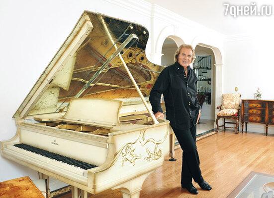 Энгельберт Хампердинк в своем доме в Лос-Анджелесе