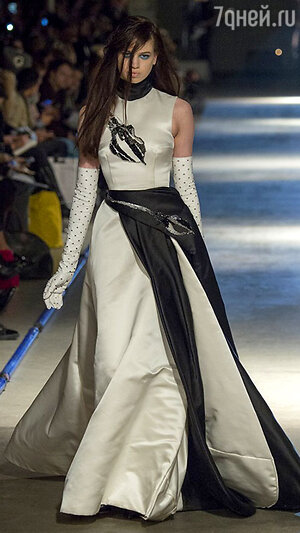 Модель Giles на Неделе моды в Лондоне
