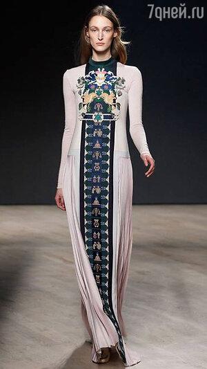 Модель Mary Katrantzou на Неделе моды в Лондоне