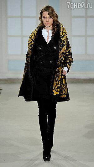 Модель Temperley London на Неделе моды в Лондоне