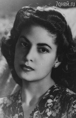 Консуэло Веласкес было всего 20 лет, когда в 1944-м она впервые приехала в Голливуд