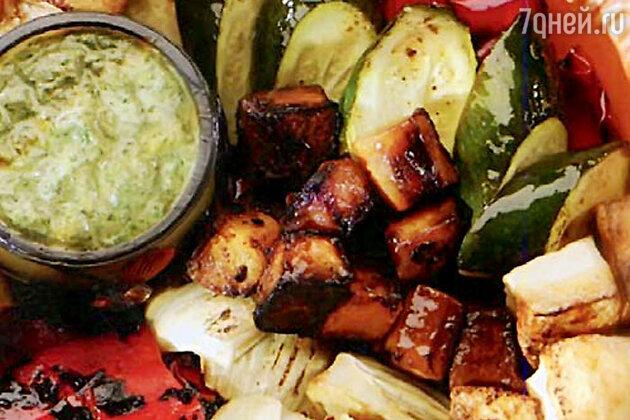 Жареные овощи по-тоскански со свежим соусом с кинзой