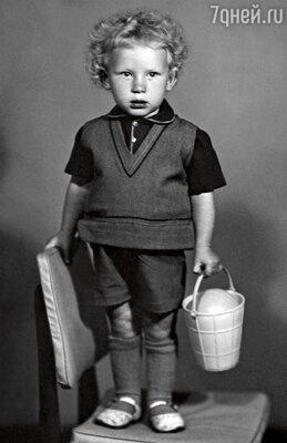 Отец с детства держал меня в жесткаче и частенько хватался за ремень
