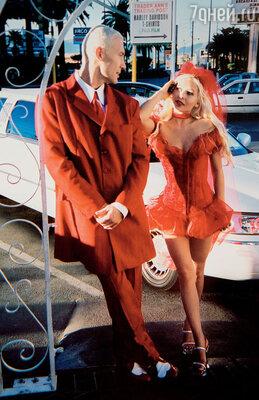 Из нашей свадьбы мы с Наташей сделали шоу: весь Лас-Вегас стоял на ушах. Наряды придумали сами