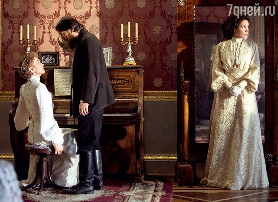 Первая сцена фильма — встреча императрицы и Распутина, свидетелем которой была фрейлина Вырубова