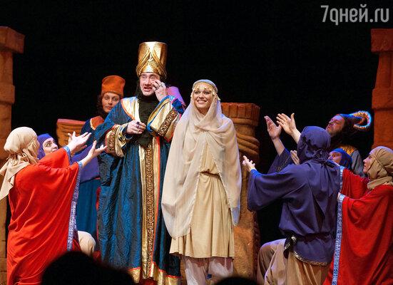 Сцена из спектакля по пьесе Анатолия Трушкина «Веселое число 13. Пуримшпиль на каждый день»