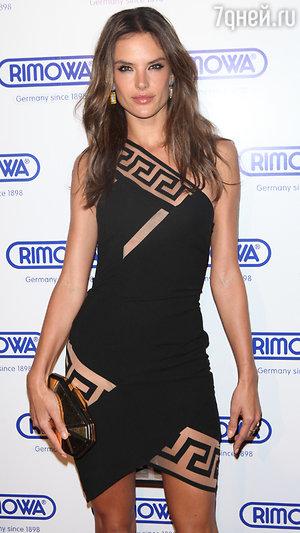 Алессандра Амбросио в платье от Versus Versace