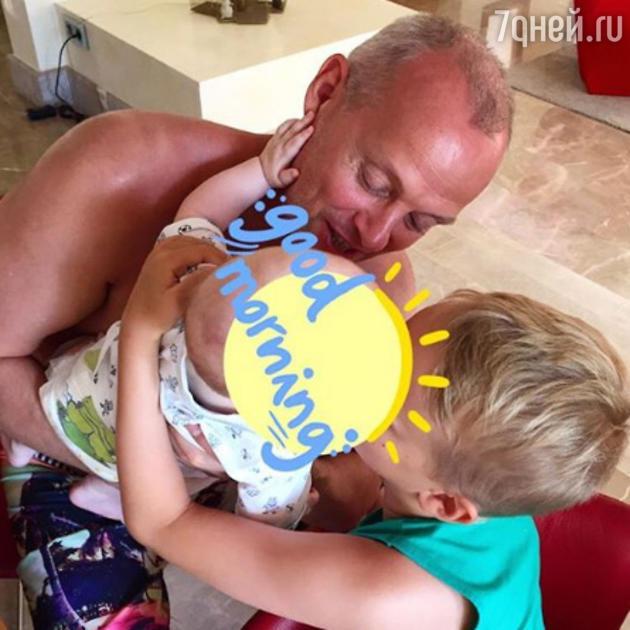 Муж Олеси Судзиловской — Сергей Дзебань с детьми