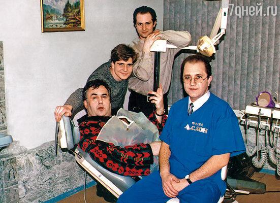 Снимок сделан на съемках рекламного ролика нашей с братом Серегой (рядом со мной) стоматологической клиники. В роли пациента — Стас Садальский, дантиста — Владимир Стержаков