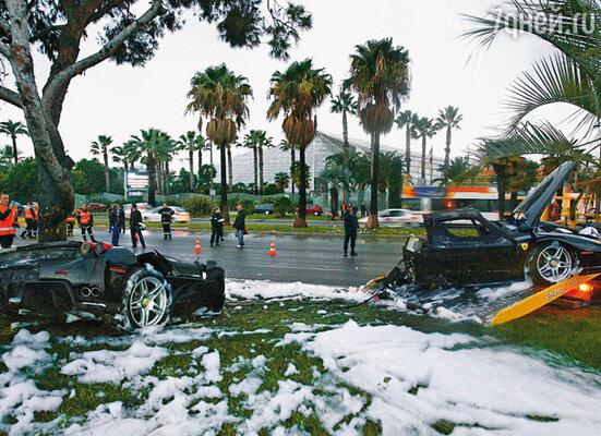 При ударе о дерево «феррари», в котором ехали Сулейман и Тина, разорвало пополам