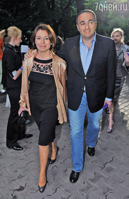 Александр Роднянский с супругой
