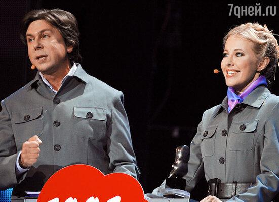 Ведущие церемонии - Андрей Фомин и Ксения Собчак