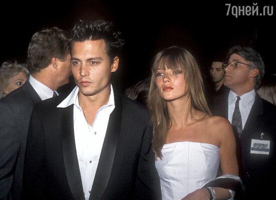 С одной из своих бывших подружек моделью Кейт Мосс Депп не раз попадал в скандальные ситуации и оказывался в компании полицейских.