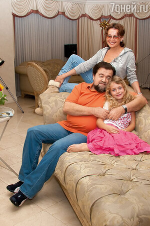 Анжелика Варум с отцом и дочерью