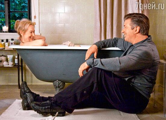 В свои 60 лет Мерил Стрип выглядит превосходно и даже снимается в эротических сценах (с Алеком Болдуином в фильме «Простые сложности»)