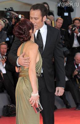 Николас Кейдж с женой Элис на премьере фильма «Джо» на Венецианском кинофестивале. Август 2013 г.