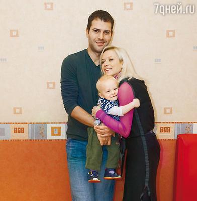 Елена Бережная, Стивен Казинс и их сын Тристан