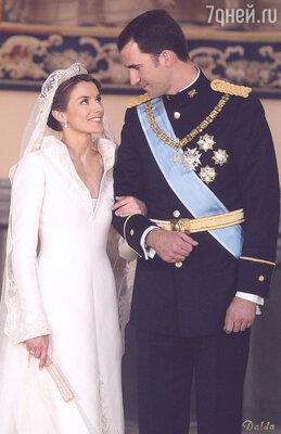 Официальной невестой наследного принца Летиция стала после семейного ужина в Сарсуэле. Свадьба принца Фелипе и Летиции