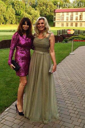 Марина Юдашкина с подругой