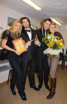 Денис Клявер с женой Ириной и Стас Костюшкин с женой Юлией