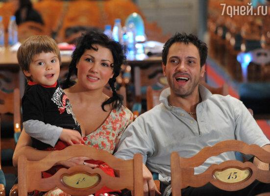Анна Нетребко и Эрвин Шротт с сыном Тьяго Аруа