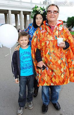 Сергей Шакуров с семьей