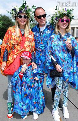 Юлия Бордовских с мужем и детьми