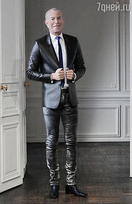 Жан-Клод Житруа  известен как изобретатель эластичной кожи, идеально облегающей фигуру и делающей ее более сексуальной и соблазнительной
