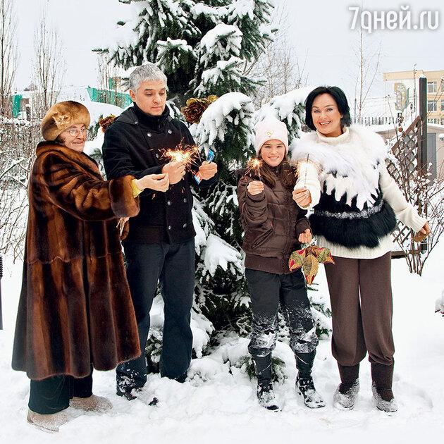 Лариса Гузеева с семьей