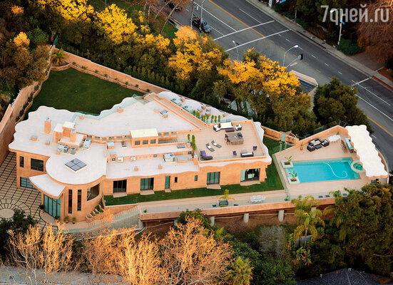 Рианна легко тратила деньги — шикарный особняк на Голливудских холмах обошелся ей в 12 миллионов долларов