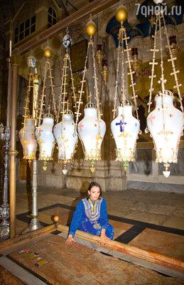 Юля очень хотела побывать в Иерусалиме, и на один день они с мамой съездили в священный город. В храме Гроба Господня