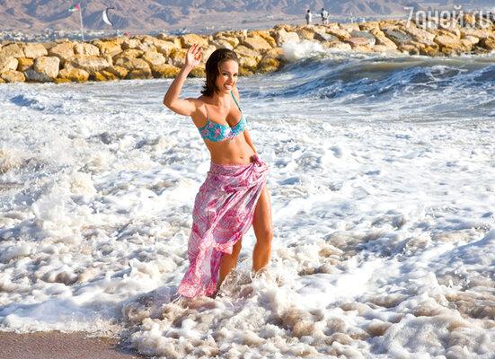 Купание в Мертвом море привело актрису в восторг, но шумный прибой моря Красного ей больше по душе