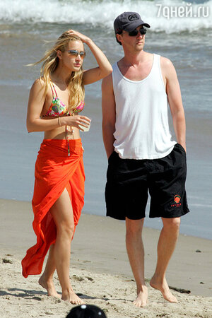 Эдвард Нортон с новой подругой Брайанной Ли Белл в Малибу 2005 г
