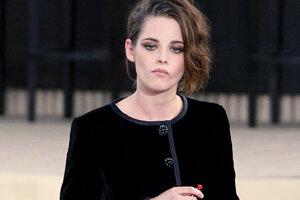 Дочь Джонни Деппа с Кристен Стюарт сыграли в казино на показе Chanel