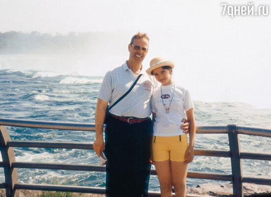С папой Александром Александровичем. 1998 г.