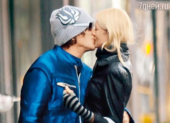 Поцелуй Микки Рурка и Елены Кулецкой трудно назвать дружеским