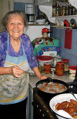Баба Инна была  очень хлебосольной