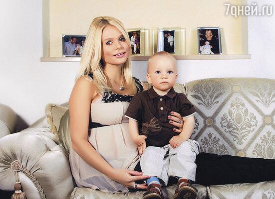 Когда я носила под сердцем нашего второго сына,  Андрей предупредил, что придется затянуть пояса. Финансовый вопрос стоял  тогда остро, как никогда