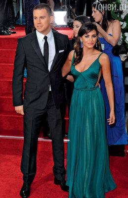 С женой Дженной Деван на церемонии вручения премии «Золотой глобус». 15 января 2012 г.