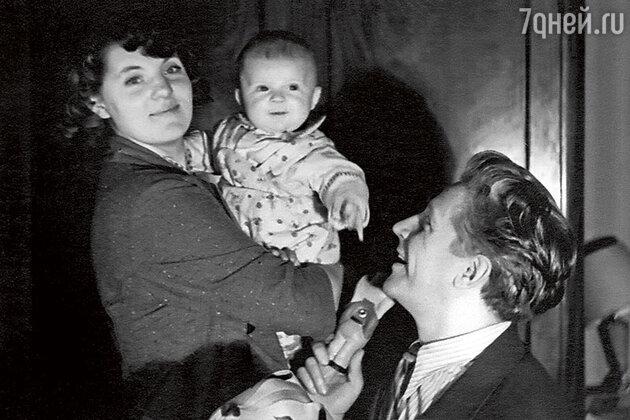 Зинаида Шарко и Игорь Владимиров  с сыном Иваном