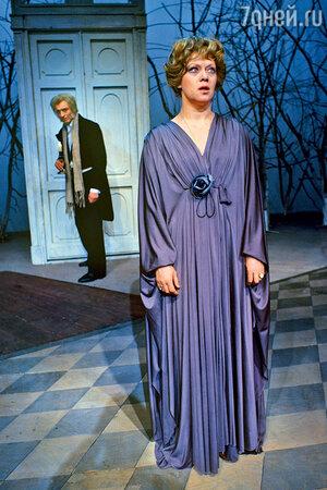 Алиса Фрейндлих в сцене из спектакля «Вишневый сад»